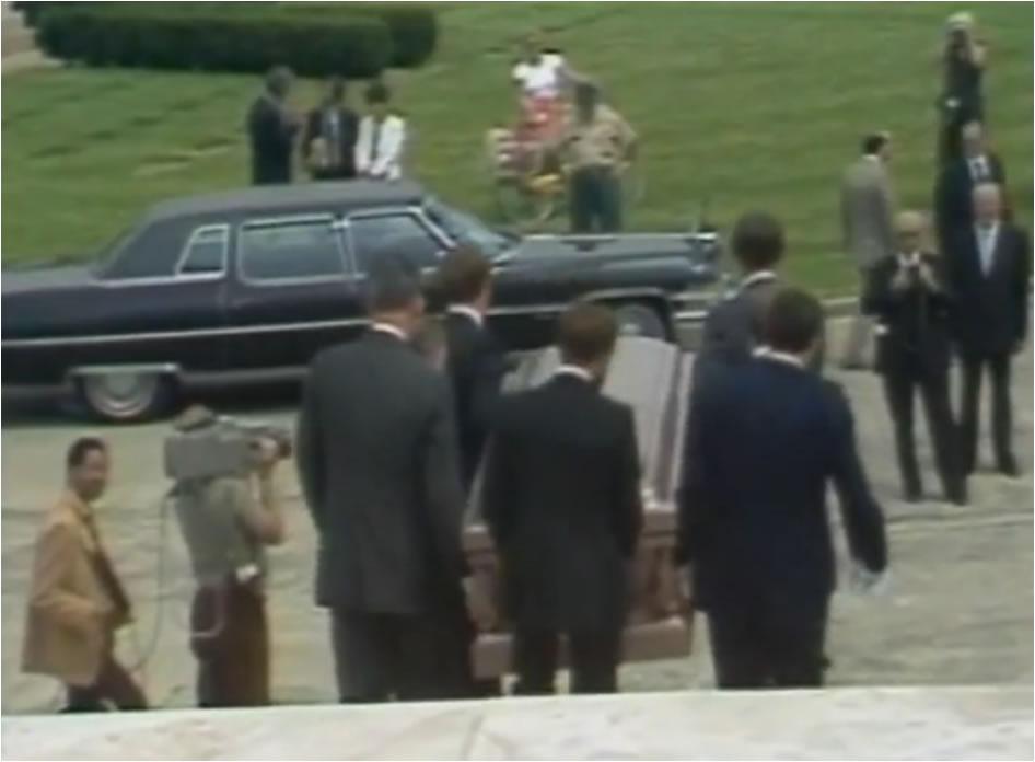 4 Meses após sua morte. Robert Piest é enterrado no cemitério da cidade de Des Plaines.