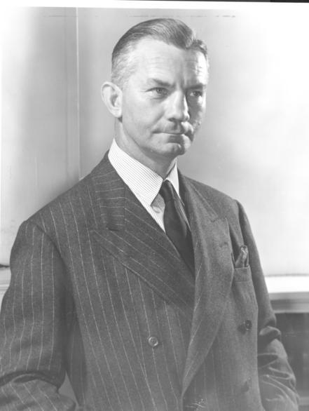 Na Foto: James Forrestal, primeiro ministro de Defesa dos EUA. Em 1949, sofreu um colapso nervoso e se suicidou. Foi substituído por Waiter Bedelí Smith.
