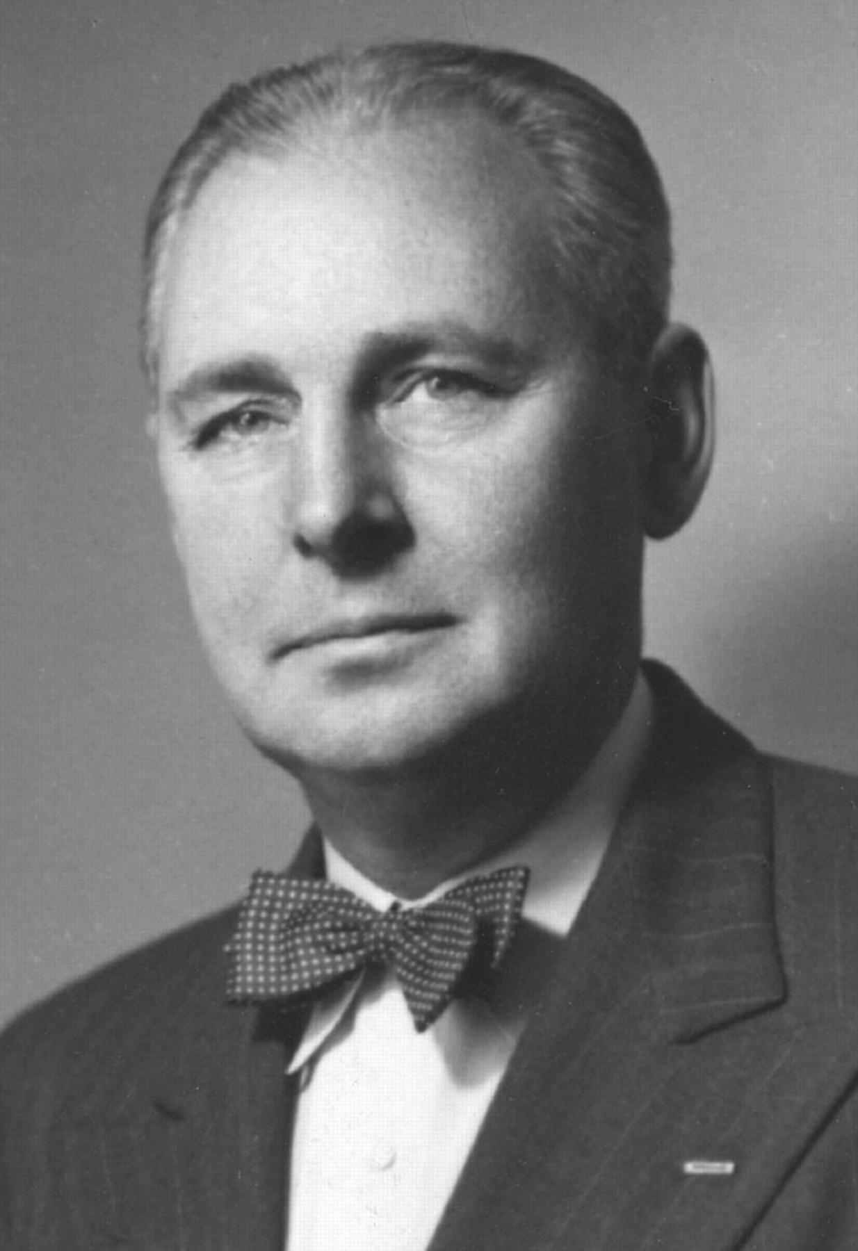 Na Foto: Lloyd Berkener, da Junta de Pesquisa e Desenvolvimento. Membro do comitê OVNI financiado pela CIA nos anos 50.