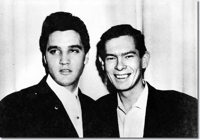 Elvis Presley e Johnnie Ray em 26 de Janeiro de 1962 após show de Ray no Dunes Hotel