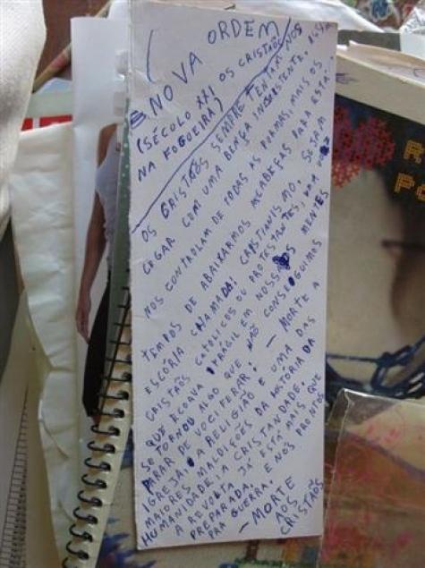 Na Foto: Objetos encontrados no quarto de hotel onde Dyonathan Celestrino estava morando em Horqueta, Paraguai. Créditos: Amambay AM.