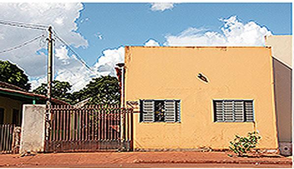 """Na Foto: Vista frontal da casa do """"Maníaco da Cruz"""" em Rio Brilhante. A janela da direita era o seu quarto. Créditos: Midiamax."""