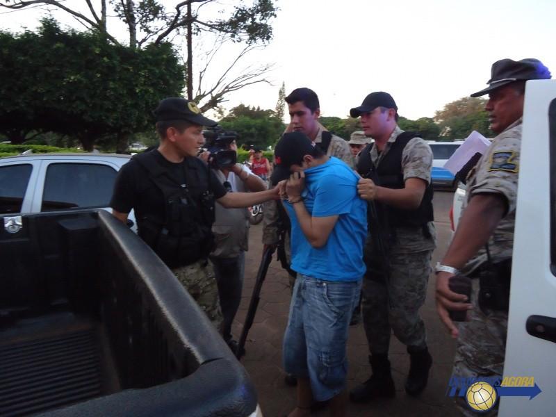 Na Foto: Dyonathan Celestino chega à delegacia de Polícia de Ponta Porã na manhã desta terça-feira, 30 de abril. Créditos: Douradosagora.