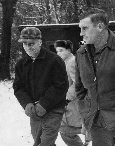 Na Foto: Ed Gein e o Xerife Art Schley.