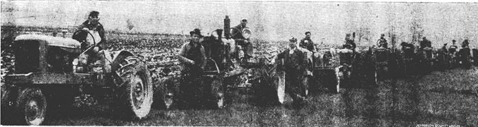 Na Foto: 10 tratores foram utilizados nas buscas por Georgia Weckler. Data da foto: 15 de maio de 1947.