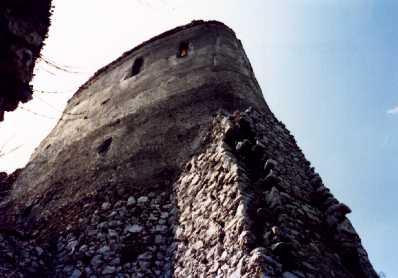 Na foto: A torre da morte do castelo de Erzsebet Báthory. Fonte: bathory.org