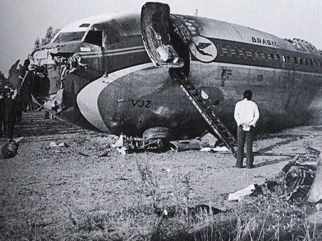 Na Foto: A frente do Boeing da Varig que caiu na França