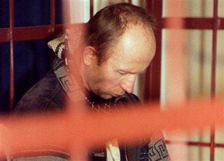Na foto: Anatoly Onoprienko durante seu julgamento.