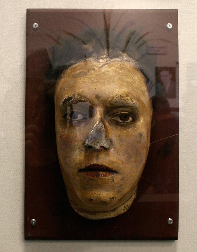 Na foto: Máscara da morte de Flo Polillo. Créditos: Flickr gargantuen.