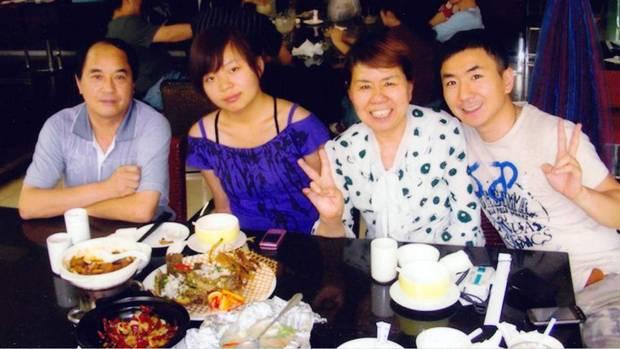 Na Foto: A Família Lin reunida.