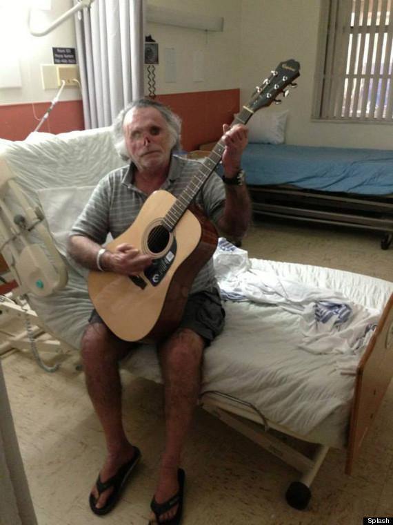 Na Foto: Ronald Poppo tocando violão. Créditos: Splash