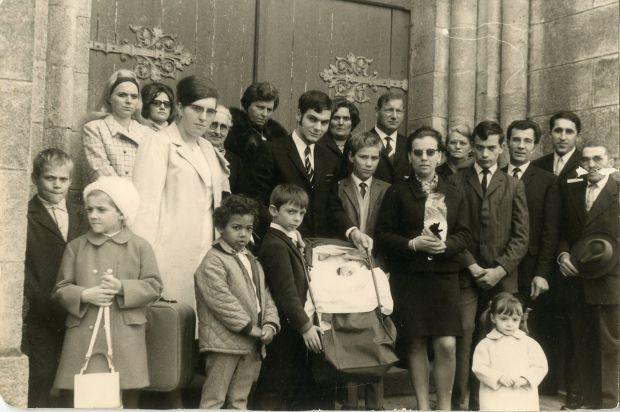 A família do serial killer. Guy Georges é a terceira criança em pé, da esquerda para a direita. Foto: Parismatch.