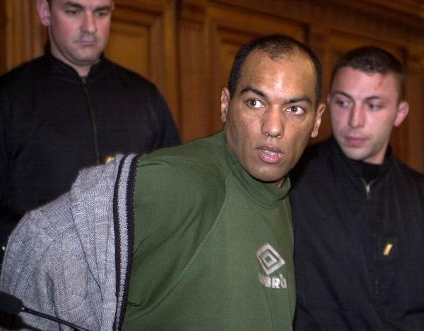 Na Foto: Guy Georges durante o seu julgamento. Reprodução Internet.