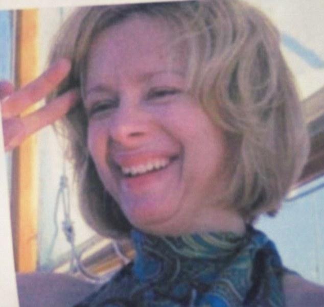 Nancy Lanza, 52 anos. Nancy teve o seu rosto estraçalhado por um tiro dado pelo seu próprio filho no dia 14 de dezembro de 2012.