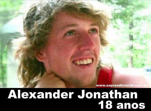 Na Foto: Alexander Jonathan, 18 anos. A.J. como era conhecido foi uma das 12 vítimas do massacre.