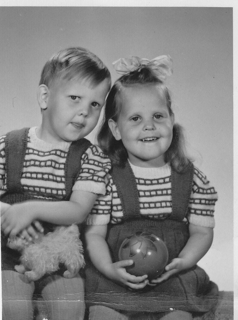 Na Foto: Sture Bergwall e sua irmgã gêmea. Créditos: Twitter Bergwall