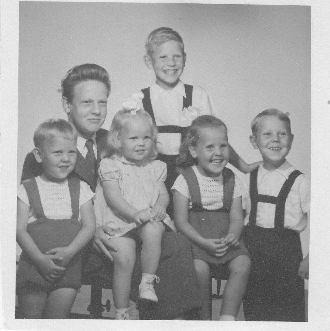 Na Foto: Sture Bergwall e seus irmãos. Foto tirada em 1954. Créditos: Blog Bergwall.