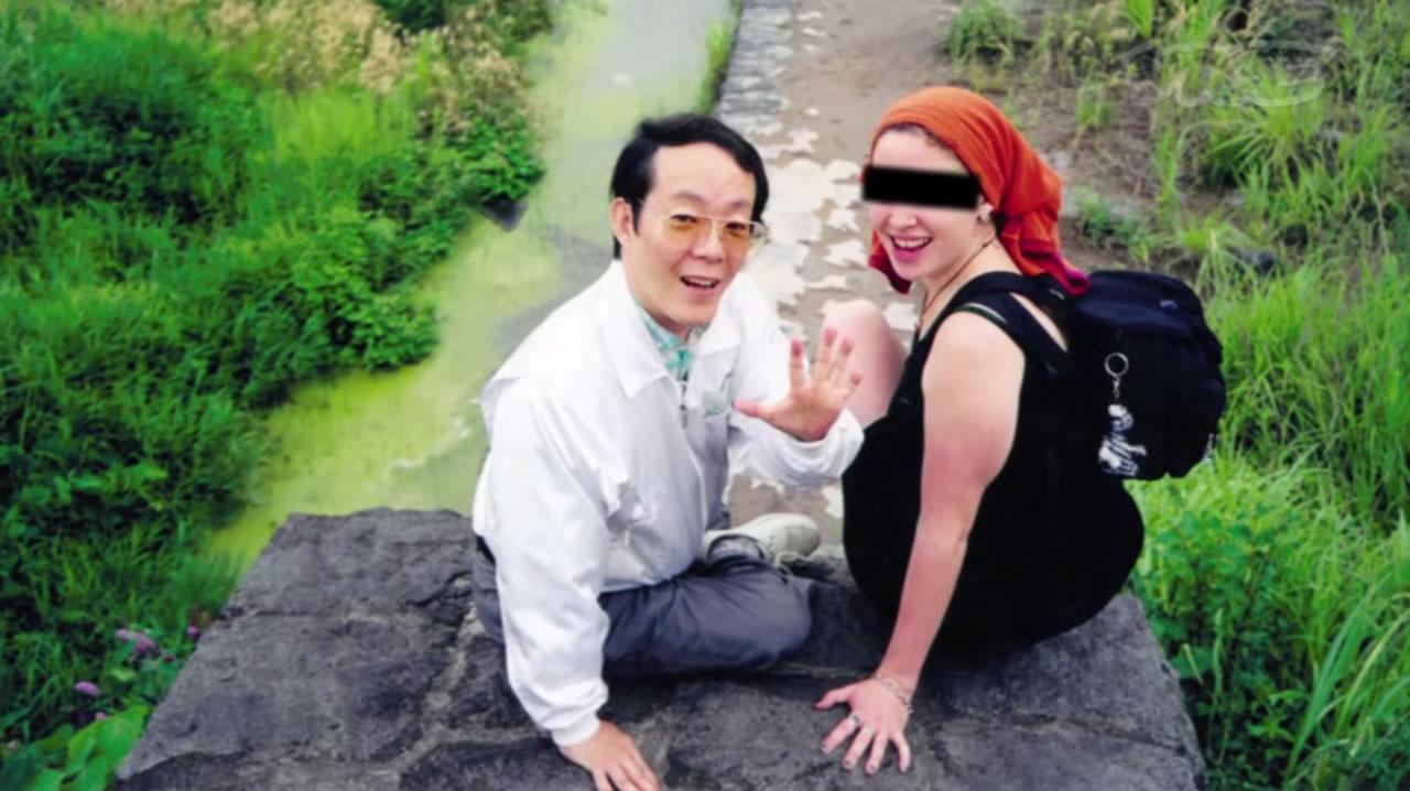 Na Foto: Issei Sagawa com uma de suas amiguinhas.