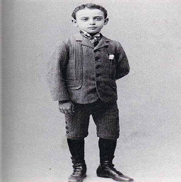 Na Foto: O pequeno Leo Frank.