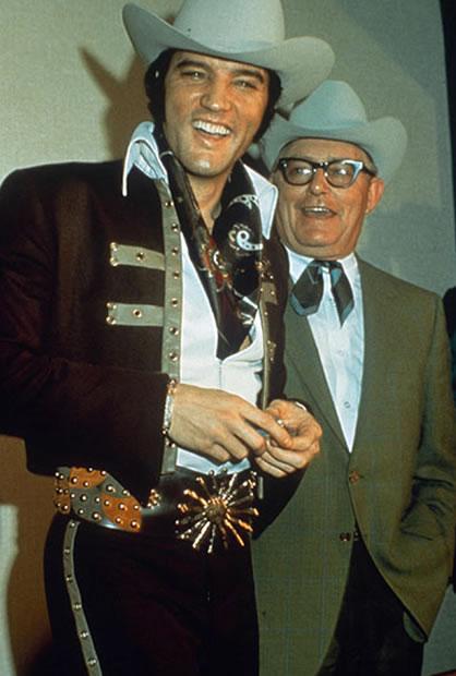 Na Foto: Elvis e Tom Parker em 1970