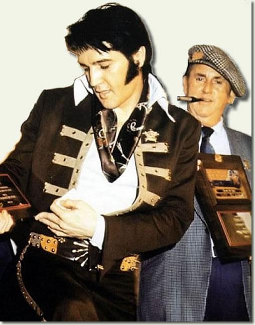 Na Foto: Elvis e Tom Parker em Houston, 1970.