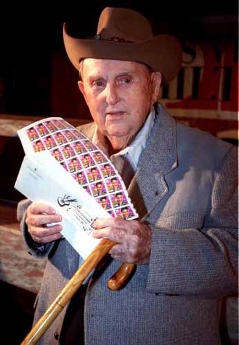Na Foto: Tom Parker é fotografado em Las Vegas 4 anos antes de sua morte.