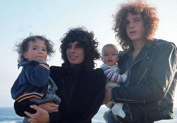 Na Foto: John Paul Getty III e sua família.