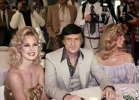 Na Foto: Dorothy Stratten ao lado do dono da playboy, Hugh Hefner.