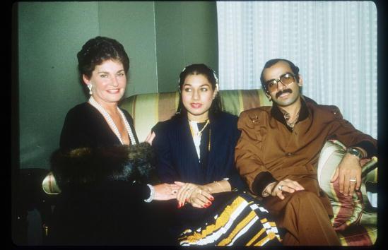 Na Foto: Leona Helmsley e o Sheik da Arábia Saudita Mohammed Al Fassi e sua mulher Sheikha Ibtissm. Data: 20 de Setembro de 1982. Créditos: Getty Images.