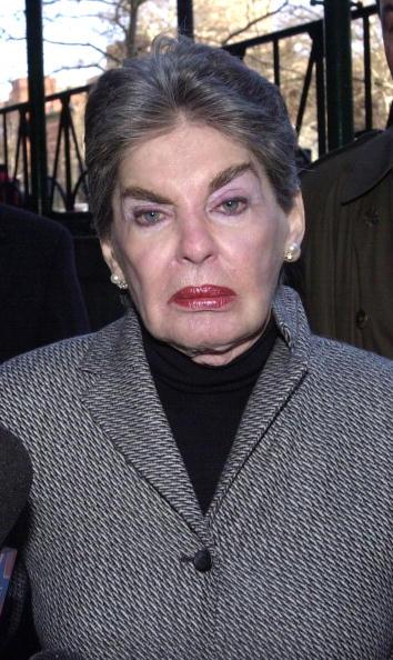 Na Foto: Leona Helmsley é fotografada após sair de uma audiência no tribunal em 23 de janeiro de 2003. Créditos: Getty Images
