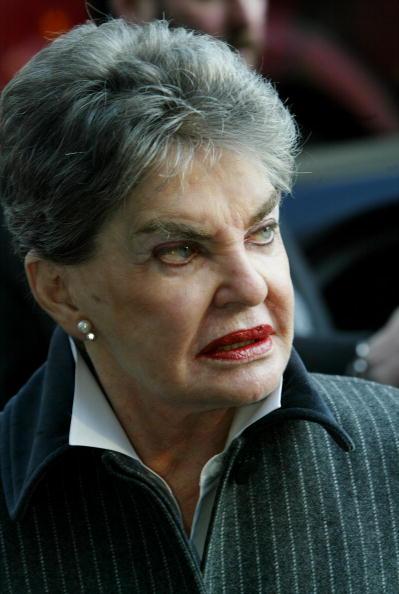 Na Foto: Leona Helmsley fotografada no Tribunal em 03 de fevereiro de 2003. Créditos: Getty Images.