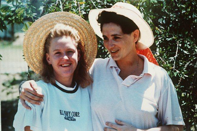 Na Foto: Tracey Wigginton e uma sobrinha durante uma visita na prisão em 1991.