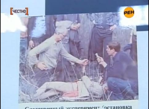 Na Foto: Durante reconstituição, Chikatilo mostra como assassinou uma de suas vítimas.