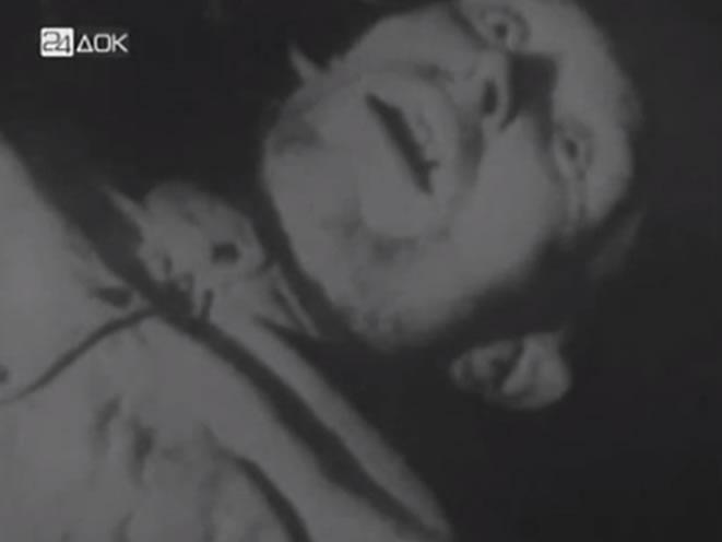 Na Foto: A tragédia do comunismo também é abordada com imagens de pessoas mortas de fome, crianças esfomeadas e esquálidas.