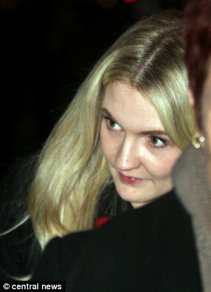 Na foto: Kelly Clark. A jovem foi atacada com uma faca em outubro de 2011 por Nicola. Ela reagiu ao ataque e conseguiu escapar da fúria de Nicola.