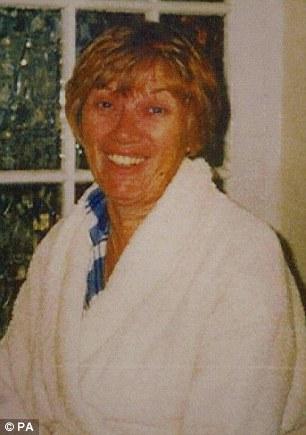 Na Foto: Marion Edgington. Seis anos antes, Nicola havia assassinado a própria mãe.