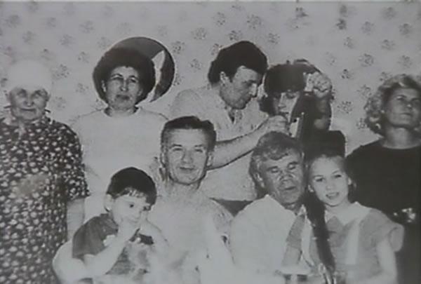 Na Foto: A família Chikatilo.