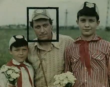 Na Foto: Anatoly Slivko com dois dos seus escoteiros. Créditos: HTB.