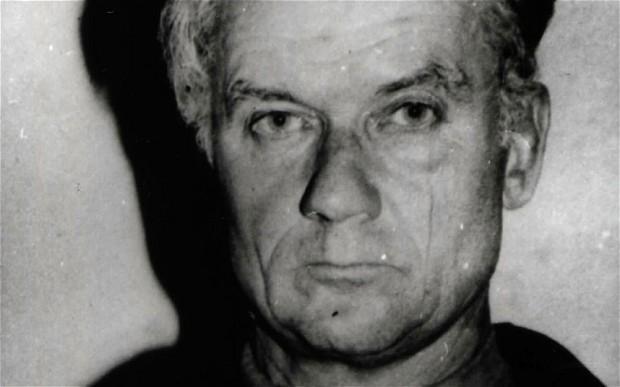 Na Foto: Andrei Chikatilo. Foto tirada no dia de sua prisão, no dia 20 de novembro de 1990.