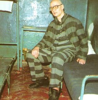 Na Foto: Andrei Romanovich Chikatilo é fotografado em sua cela.