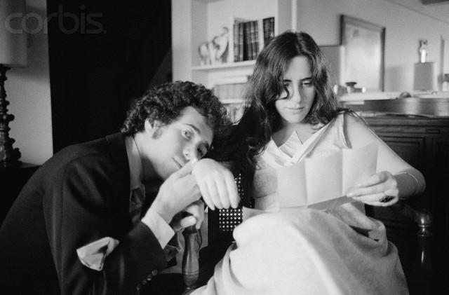 Na Foto: David Geffen e Laura Nyro. Data: 13 de setembro de 1969. Créditos: Corbis.