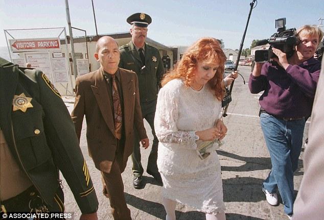 A esposa de Ramirez, Doreen Lioy, é fotografada após se casar com o serial killer na prisão. Foto: Associated Press