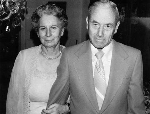 Na Foto: O casal Maxson e Lela Kneiding.