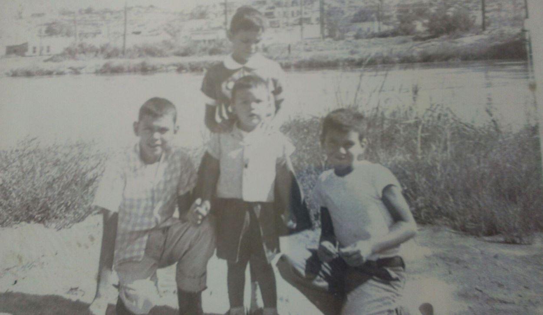 Na Foto: Richard Ramirez na frente ao centro) e amigos. Disponibilizado por Shelly Ramirez. Créditos: Tucsonnews.