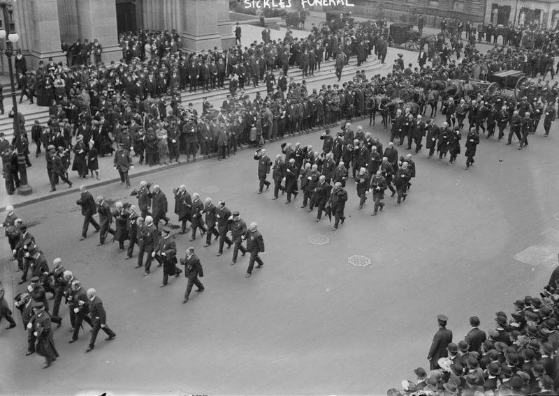 Na foto: O funeral de Daniel Sickles em Manhattan, Nova York. Data: 08 de maio de 1914. Créditos: Biblioteca do Congresso Americano.