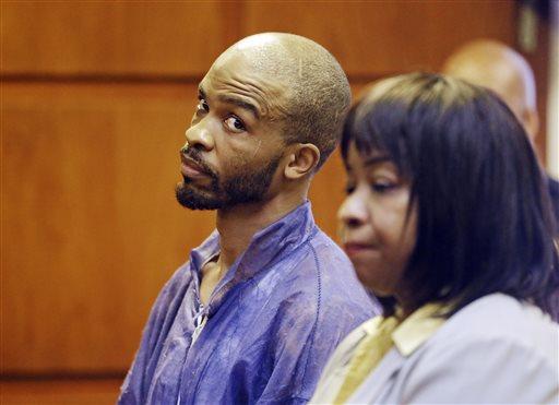 Michael Madison ao lado de sua advogada, durante audiência preliminar nesta segunda-feira, 22 de julho de 2013. Créditos: Cleveland.com