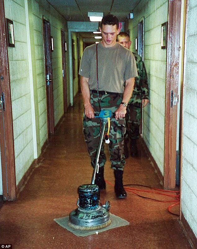 Na foto: Israel Keyes na época em que serviu o exército. Créditos da imagem: Associated Press.