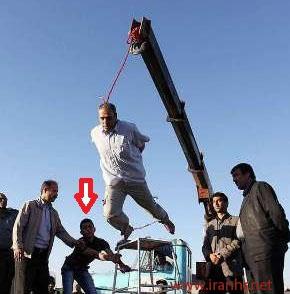 Na foto: O enforcamento do serial killer Mehdi Faraji. Créditos: IHR.