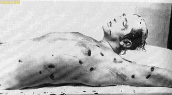 Foto: O corpo cravejado de facadas de Wojciech Frykowski. Créditos: Crime shot