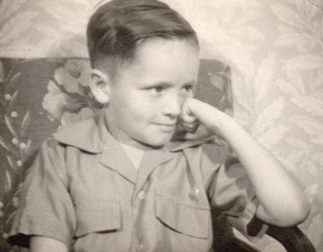 Livro - A Vida e os Tempos de Charles Manson - O pequeno Charlie